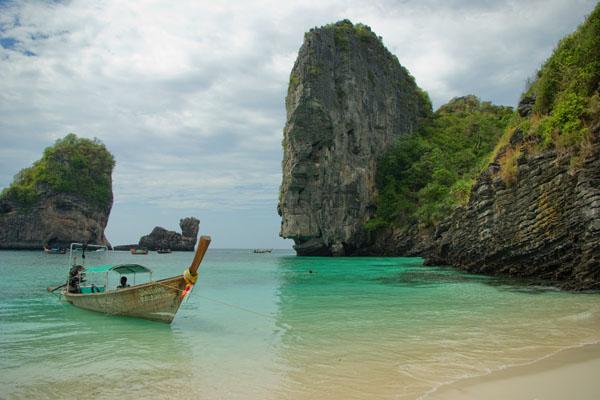 Пляж в заливе Нуи на острове Пхипхи-Дон / Фото из Таиланда