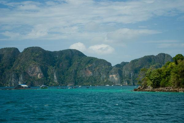 Впереди остров Пхипхи-Ле / Фото из Таиланда