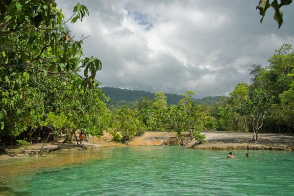 В Изумрудном озере разрешается плавать / Фото из Таиланда
