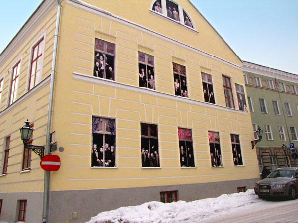 Оригинальный фасад дома в Тарту - городе именитых ученых / Фото из Эстонии