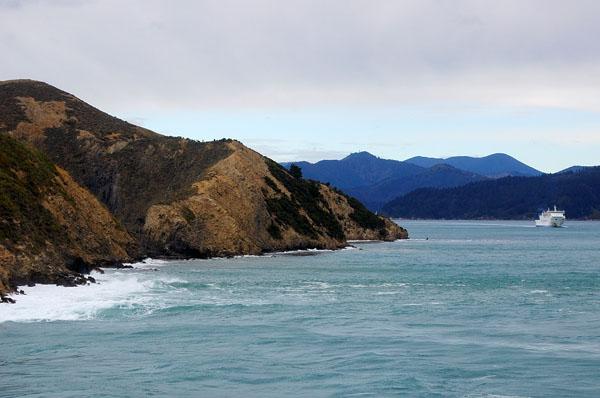 Паром Interislander направляется к Южному острову через пролив Кука / Фото из Новой Зеландии
