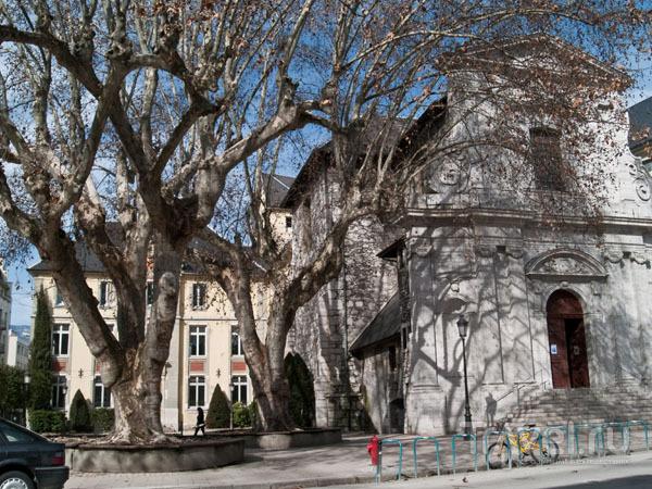 Одна из церквей в Шамбери / Фото из Франции