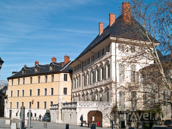 Исторические здания на дворцовой площади / Фото из Франции