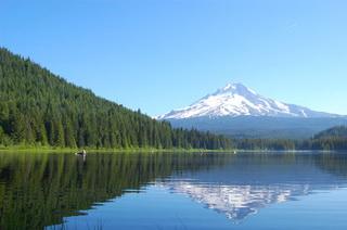 Гора Худ (вид с озера Триллиум) / США