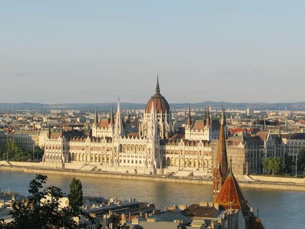 Вид из Рыбацкого бастиона на закате, Будапешт / Фото из Венгрии