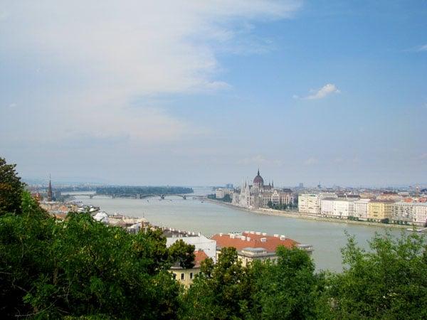Речные прогулки по Дунаю очень популярны, Будапешт / Фото из Венгрии