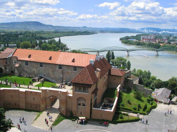 Вид на Дунай и Королевский замок, Эстергом / Фото из Венгрии