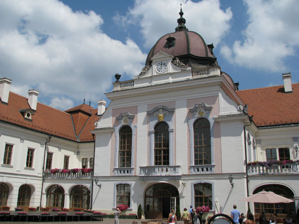 Королевский дворец в Геделле / Фото из Венгрии