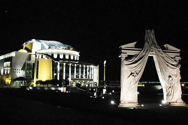Вид на новый культурный центр на берегу Дуная, Будапешт / Фото из Венгрии