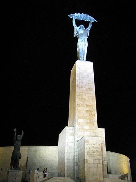Памятник Свободы на горе Геллерт, Будапешт / Фото из Венгрии