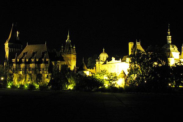 Вид на замок Вайдахуняд, Будапешт / Фото из Венгрии