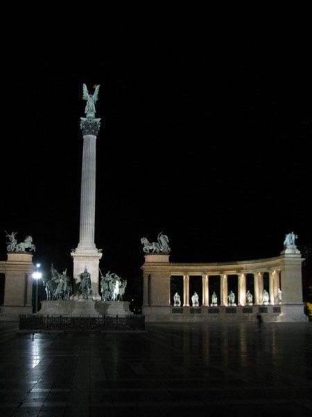 Ночь на площади Героев в Будапеште / Фото из Венгрии