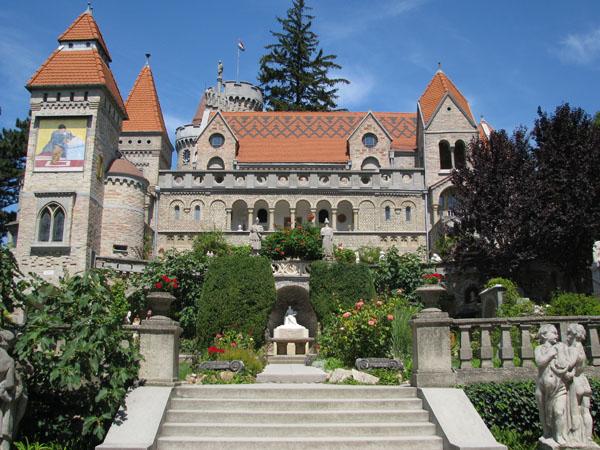 Замок Бори в городе Секешфехервар / Фото из Венгрии