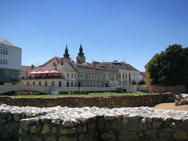 Руины базилики XI века в центре Секешфехервара / Фото из Венгрии
