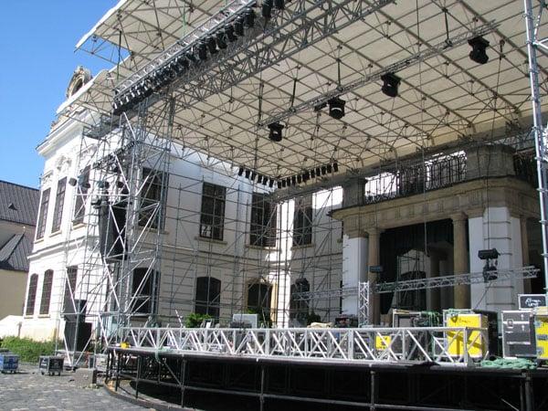 Сцена перед Епископским дворцом в Веспреме / Фото из Венгрии