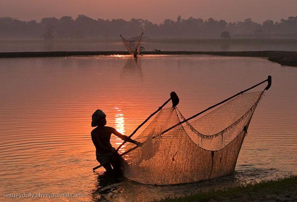 ловить рыбу ночью на свет