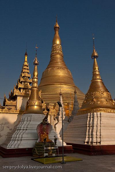 Центральная ступа храмового комплекса Шведагон, Янгон / Фото из Мьянмы
