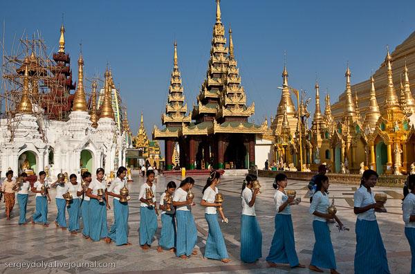 Храмовый комплекс Шведагон - главная достопримечательность Янгона / Фото из Мьянмы