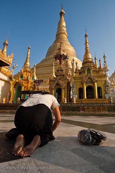 По буддистским храмам - только босиком, Шведагон / Фото из Мьянмы