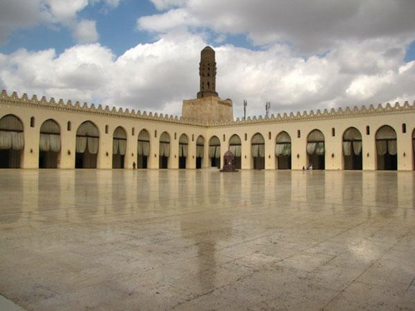 В мечети Хакима в Каире / Фото из Египта