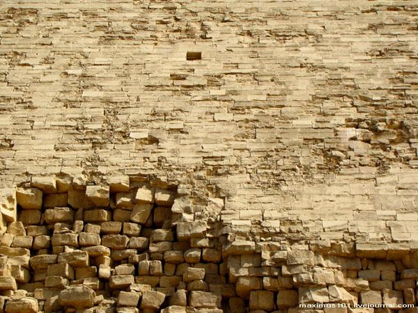 Шахта западного входа в Ломаную пирамиду, Дахшур / Фото из Египта