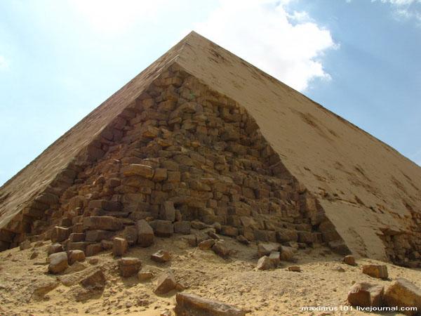 Ломаная пирамида в Дахшуре / Фото из Египта