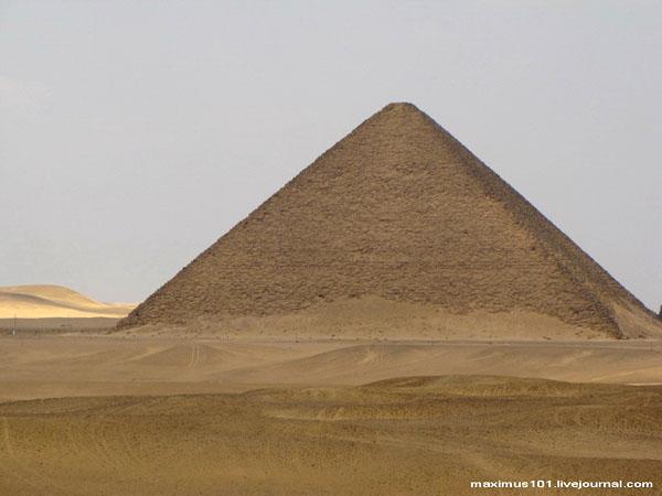 Красная (Розовая) пирамида в Дахшуре / Фото из Египта