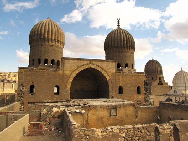 Комплекс Аль-Султания на Южном кладбище в Каире / Фото из Египта