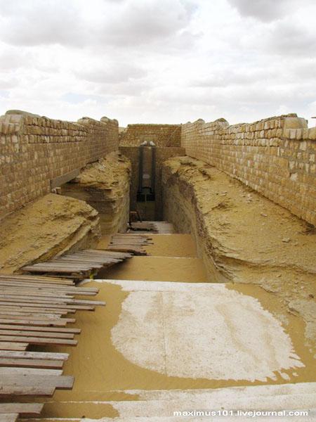 У входа в Серапеум, Саккара / Фото из Египта