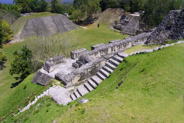 Вид на ступени и пирамиды майя, Белиз / Фото из Мексики