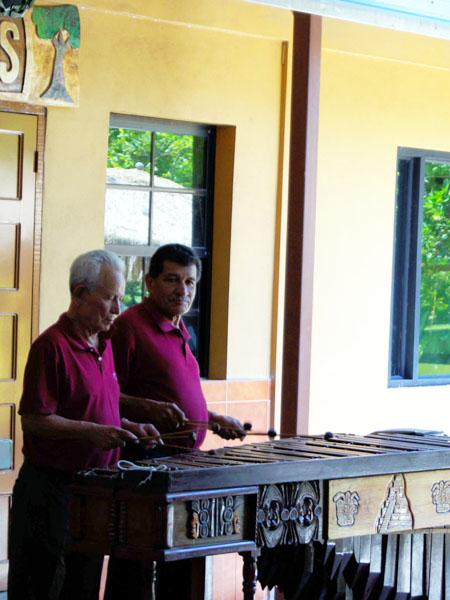 Музыканты в ресторане, Белиз / Фото из Мексики