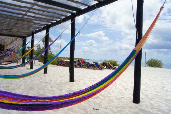Гамаки на пляже, остров недалеко от Косумеля / Фото из Мексики