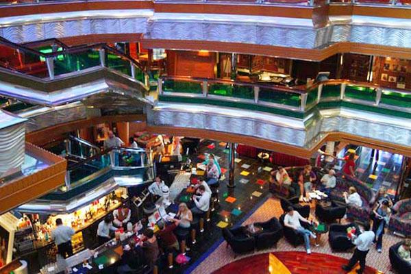 Интерьеры лайнера Carnival Glory / Фото из Мексики