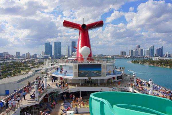 Лайнер Carnival Glory в порту Майами / Фото из Мексики