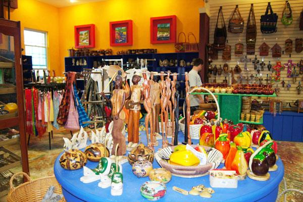 Сувенирный магазин на Роатане / Фото из Мексики