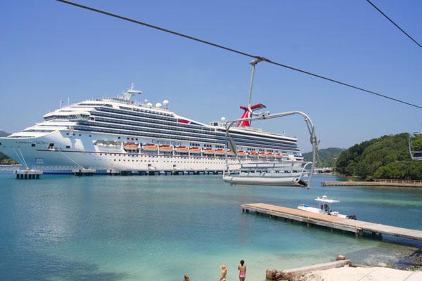 Круизный лайнер Carnival Glory у берегов Роатана / Фото из Мексики