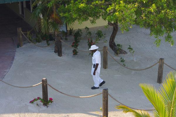За порядком на пляже следит полиция, Роатан / Фото из Мексики