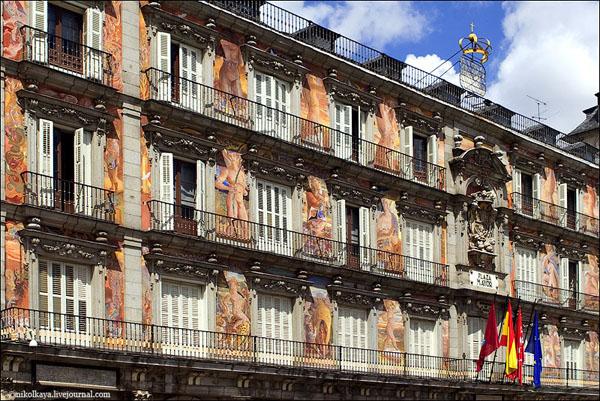 Один из фасадов на Пласа-Майор, Мадрид / Фото из Испании