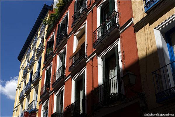 Традиционные балкончики домов в Мадриде / Фото из Испании