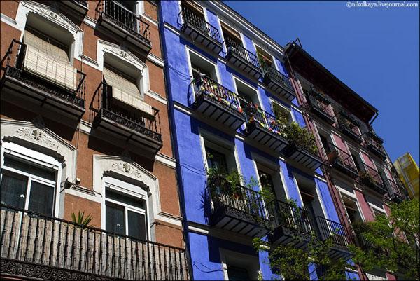 Яркие фасады мадридских домов / Фото из Испании