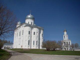 Юрьев монастырь рядом с Новгородом / Россия
