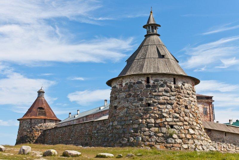 Крепостные стены монастыря выдержали немало осад