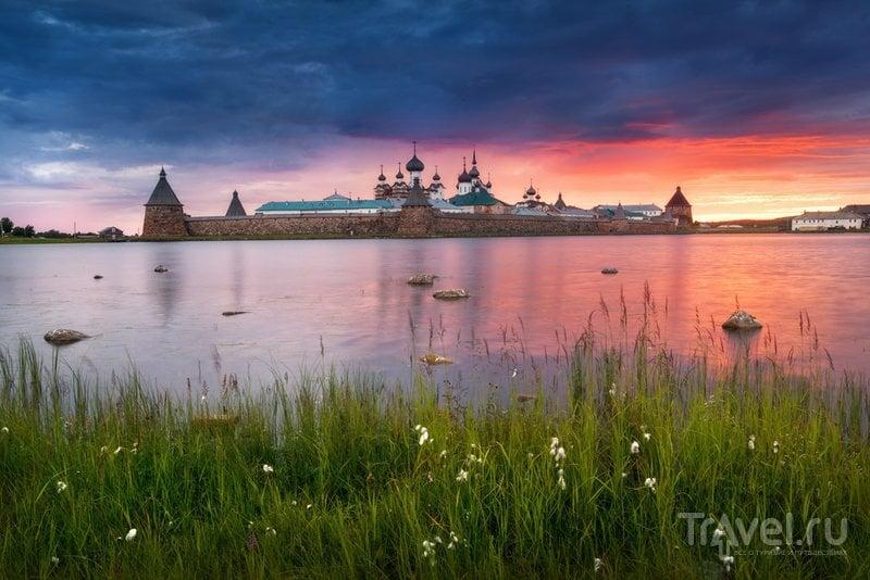 Монастырь на закате