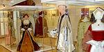 На выставке представлены костюмы разных эпох. // muzeum-zlin.cz