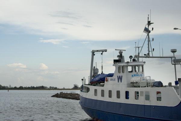 Крошка Amalie связывает остров Кихну и порт Муналайд / Фото из Эстонии