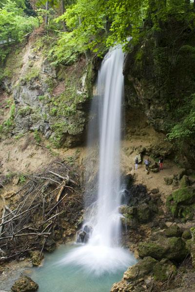 Водопад рядом с отелем-замком Hunguest Palota, Лиллафюред / Фото из Венгрии