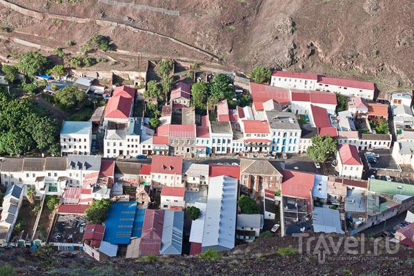 Джеймстаун - столица острова Святой Елены / Фото с острова Святой Елены