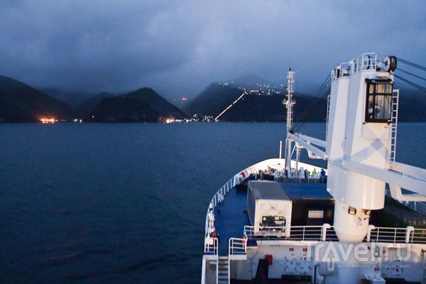 RMS St. Helena подплывает к острову Святой Елены / Фото с острова Святой Елены