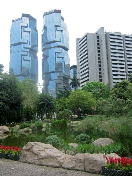 Гонконг - город современной урбанистической архитектуры / Фото из Гонконга