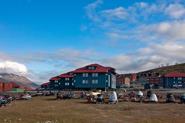 Норвежский город Лонгйир - столица архипелага Шпицберген / Фото со Шпицбергена